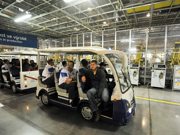 Český národní fotbalový tým navštívil vsobotu závod Hyundai Motor Manufacturing Czech vNošovicích. Strávil tam zhruba dvě hodiny.