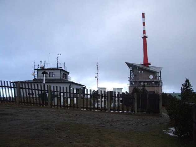Vysílač a meteorologická stanice na beskydské Lysé hoře.