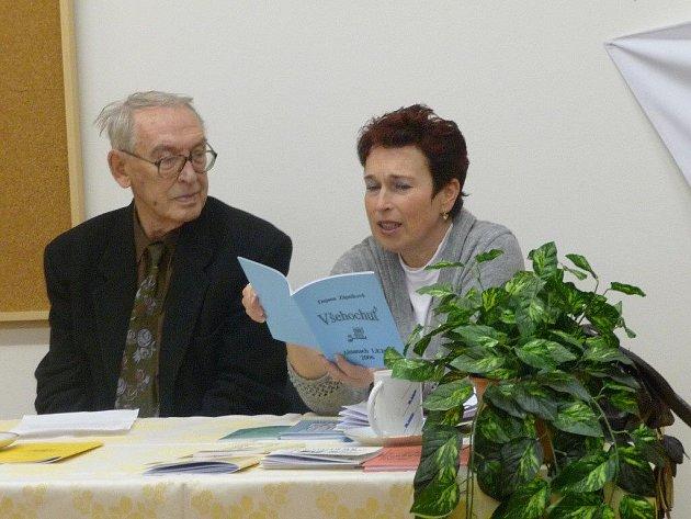 Dajana Zápalková čte ze svých sbírek.