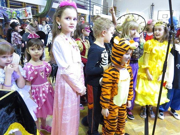 Rada rodičů 6.ZŠ ve Frýdku-Místku připravila dětem 2. února karneval.