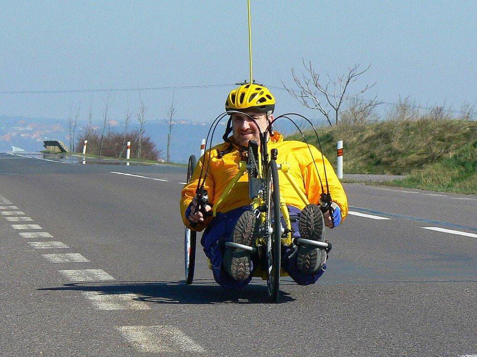 Vozíčkář Radomír Krupa se osudem zlomit nenechal. Po úrazu už sice po skalách lézt nemůže, ale namísto toho si našel jiné sporty.