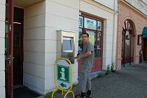 Infokiosky vypadají podobně jako bankomaty.