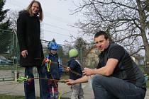 Velikonocům přálo nádherné jarní počasí. Na takzvané kupačky vyrazil se svým dvouletým synem Petříkem i třiatřicetiletý Tomáš Zatloukal z Frýdlantu nad Ostravicí.