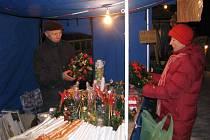 Lázeňské náměstí před apartmánovým domem Lara v Čeladné tento pátek 19. prosince ožilo vánočním jarmarkem.