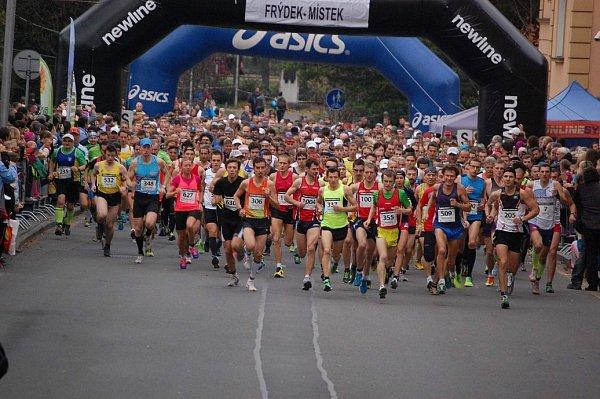 Letošní Hornická desítka opět trhala rekordy. Do čtyřech závodů se pořadatelům přihlásilo 2651běžců.