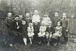 První výuka českého jazyka začala v Řece až v školním roce 1923-24, a to v pronajaté místnosti od paní Linnertové v domě u Wybrance. Za to byla nucena snášet množství nadávek a urážek od polských spoluobčanů.