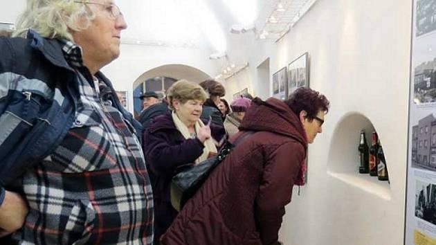 Historii výroby a pití alkoholu přibližuje výstava Muzea Beskyd.