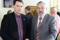 Starosta Frýdlantu nad Ostravicí Jiří Mořkovský (na snímku vpravo) a primátor obce Turzovka Kamil Kobolka představili projekt zavedení informačních kiosků.