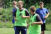 Fotbalisté druholigového MFK Frýdek-Místek zahájili přípravu na novou sezonu. Na úvodním tréninku se trenérovi Duhanovi hlásilo 36 fotbalistů.