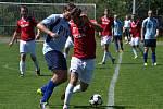 Fotbalisté Dobré (modrobílé dresy) se s I. B třídou rozloučili porážkou, když nestačili na tým z Lučiny 0:3.
