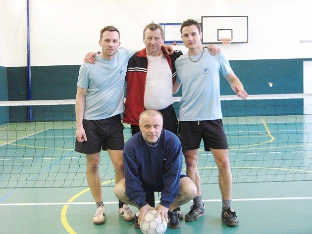 Vítězem čtvrtého turnaje Zimní nohejbalové FM ligy se stalo podruhé za sebou družstvo Kvardů.