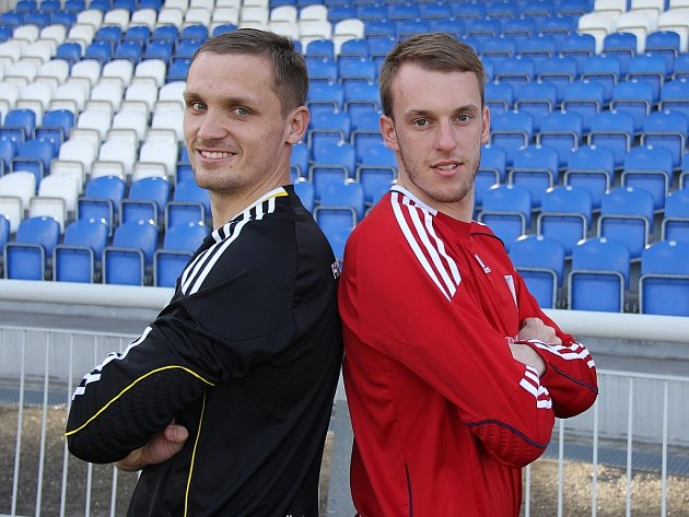 Tři bílé tyče třetiligových fotbalistů MFK Frýdek-Místek hájí v této sezoně odchovanci ostravského Baníku Ondřej Prepsl (vlevo) a Jiří Hlaváč.