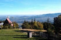 Pohled z Javorového vrchu na Třinec těší turisty. Komunální politici se ale přou o to, jak se před lety v areálu hospodařilo.