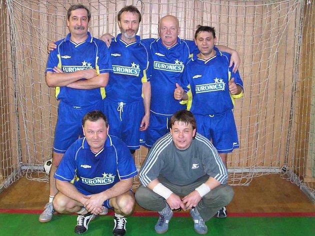 Družstvo Maxcorp. Zleva dole: Wiliam Blaho, Marcel Ginter. Zleva nahoře: Radek Kubalák, Jan Legierský, Stanislav Šimek a Milan Vaško.