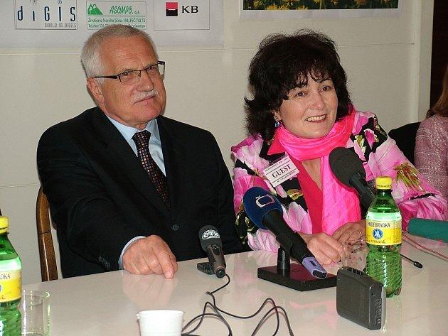 Prezident Václav Klaus zavítal na Novojičínsko již několikrát, v Kopřivnici dokonce získal čestné občanství.