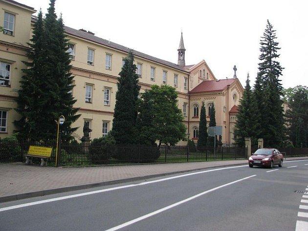 Někdejší klášter ve Frýdlantu nad Ostravicí získalo město od státu v uplynulých dnech do svého vlastnictví a nyní tu mimo jiné plánuje i zřízení nové smaltérské dílny.