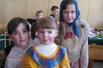 Kulturní a sportovní akce by se v obcích těžko konaly, kdyby je obce finančně nepodporovaly. Proto se mohly děti (na snímku) nedávno radovat z maškarního plesu v Palkovicích.