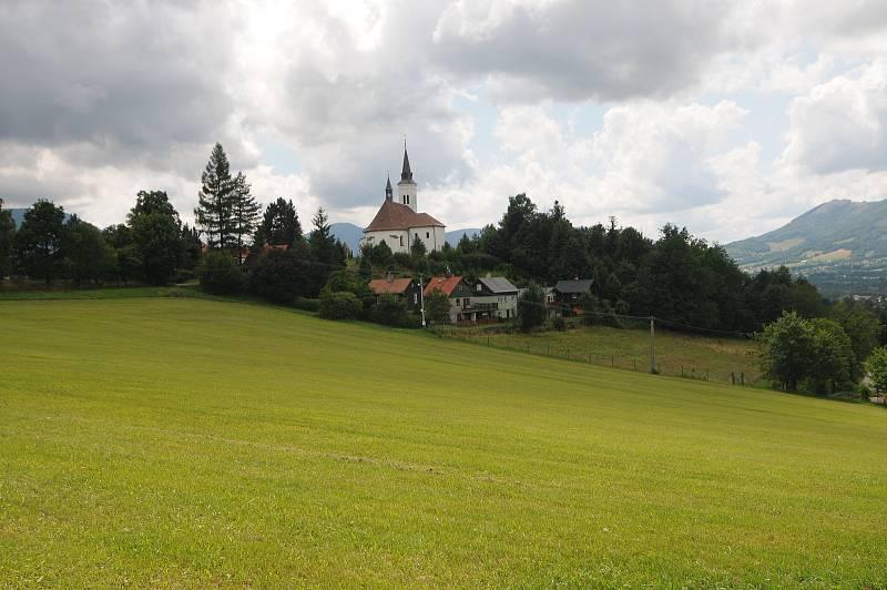 Dominantou obce je kostel sv. Ignáce z Loyoly.