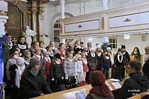 Benefiční koncert v Komorní Lhotce.