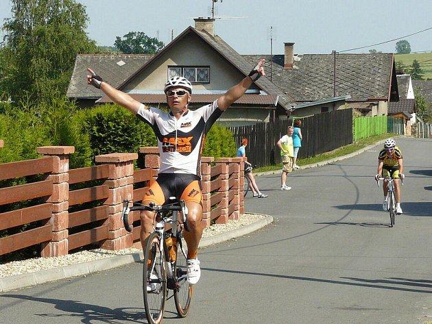 Zdeněk Mlynář z ACS Drak Vrbno p. P. zvládl trať dlouhou 78,2 km v čase 1:59:08 hod.