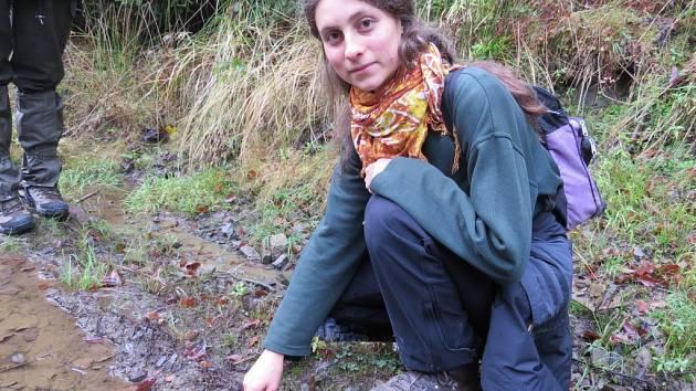 Leona Machalová v terénu.