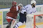 Hokejisté Frýdku-Místku (červené dresy) rozhodli derby ve třetí třetině.