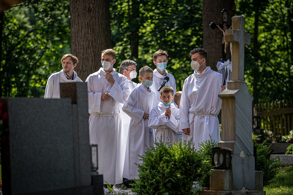 První bohoslužba v replice požárem zničeného dřevěného kostela Božího těla v Třinci-Gutech se konala v neděli 6. června 2021.