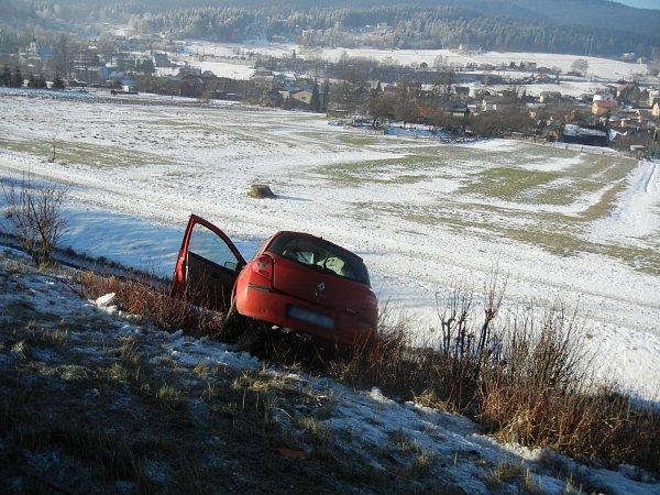 Silnici zTřince na Slovensko zablokovala hromadná nehoda.