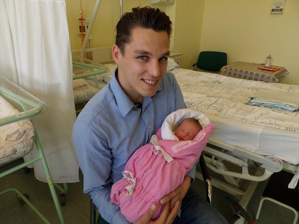 Valérie Šumberová s tatínkem, Bystřice pod Hostýnem, nar. 7. 4., 48 cm, 2,65 kg, Nemocnice Třinec.