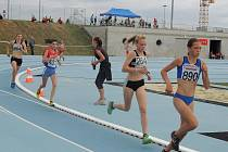 Cenné zlato si na trati 1500 metrů zaběhla frýdecko-místecká atletka Helena Benčová (číslo 264).
