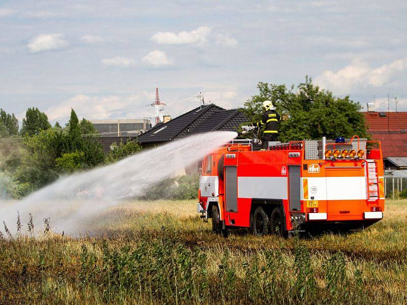 V Paskově shořelo v úterý odpoledne 15 hektarů pole. Způsobená škoda se odhaduje na 150.000 korun, příčina požáru se vyšetřuje.
