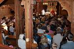 Katolický kostel Povýšení svatého Kříže v Bystřici byl zaplněn do posledního místa.