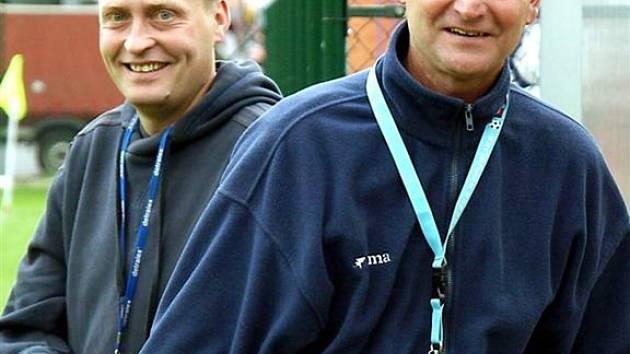 Postup. Realizační tým fotbalového oddílu FK Čeladná měl být s čím spokojen. Kelerovi (vpravo) svěřenci si vybojovali s předstihem postup do krajského přeboru.