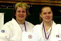 Mistryně republiky Pavla Prölová (vlevo) je na snímku zachycena se svou finálovou soupeřkou Renátou Ročňákovou z Baníku Ostrava.
