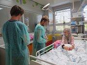 Skupina Nebe navštívila dětské pacienty v Třinci.