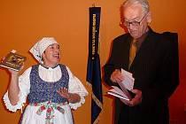Dajana Zápalková a Miloslav Oliva představují knihu Bezstarostný život v Pazderně.