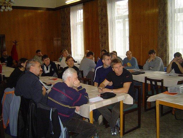 Doškolení fotbalových trenérů v Národním domě v Místku.