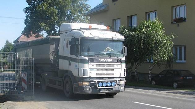 Ostravice v těchto dnech zažívá nápor kamionů.
