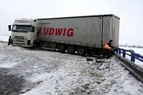 Nehoda kamionu ve čtvrtek omezila dopravu na hlavním tahu mezi Frýdkem-Místkem a Českým Těšínem.