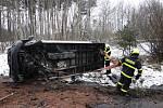 Zásah hasičů u havarované dodávky na dálnici u Paskova.