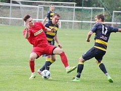 Fotbalisty Frýdlantu (tmavší dresy) čeká v neděli start další divizní sezony.