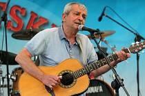 Už celkem 22. ročník festivalu Muzikantské žně přilákal do areálu Sokolíku ve Frýdku-Místku stovky návštěvníků. Hlavní hvězdou pátku byl Pavel Dobeš.