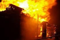 Snímek z požáru zahradní chatky v Řepištích.