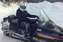 Policisté na sněžných skútrech vyjeli na kontrolu Beskyd.