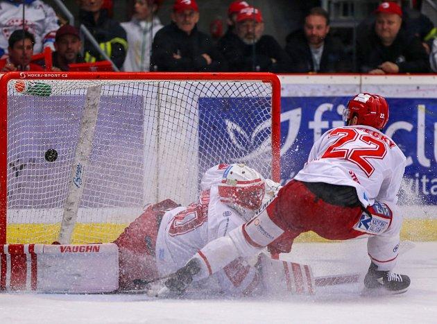 Třinec jde do finále, Plzeň (vmodrém) končí třetí.