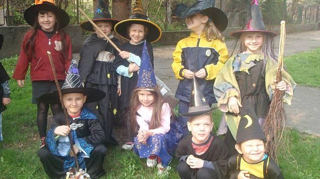 Věrohodné masky proměnily děti ve skutečné čaroděje.