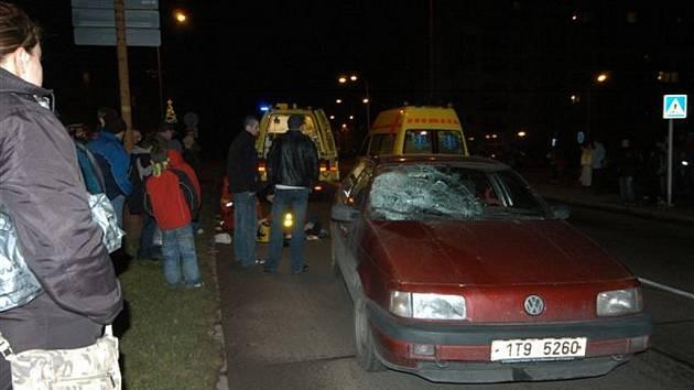V Kopřivnici na ulici Obránců Míru v pátek večer srazilo a vážně zranilo osobní auto šedesátiletého muže.