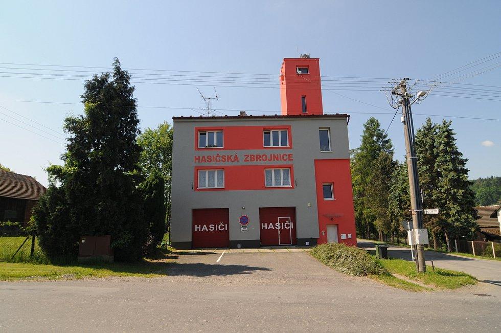 Hasičská zbrojnice v Janovicích.