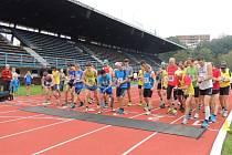 Na start letošní Slezanské hodinovky se postavilo více než 270 běžců.