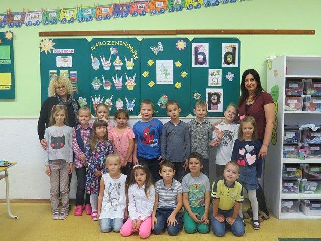 Žáci 1.B Základní školy Petra Bezruče vTřinci střídní učitelkouMartinou Kohutovou a asistentkou Annou Otrubovou.
